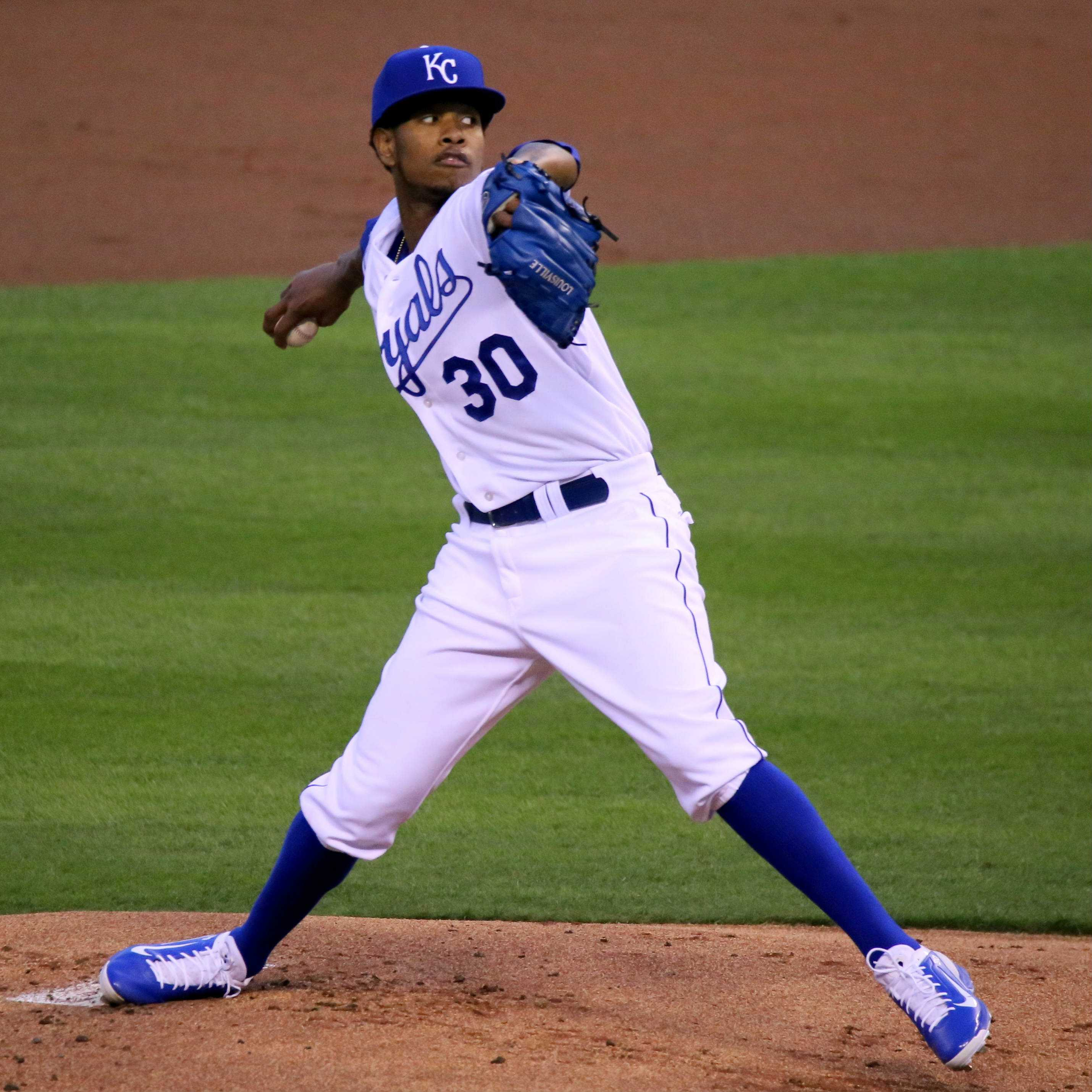 Ventura pitches in a 2015 game.