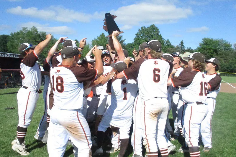 Baseball team wins districts; keeps regional hopes alive