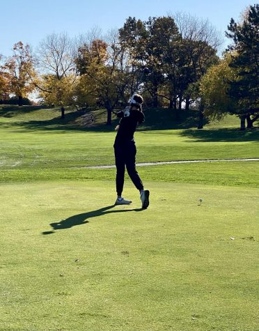 KT golfs at a fall tournament.