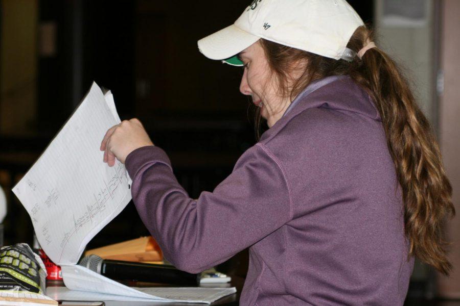 Senate Advisor Kellie Pittman helps students and volunteers count money while helping keep Breadlift on track.