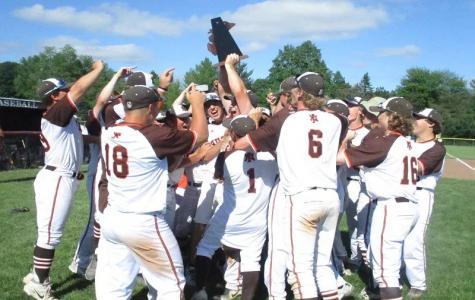 Baseball team wins districts; keeps regional hopes alive