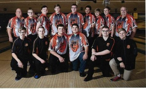 Bowling teams near the end of season qualifying two for state